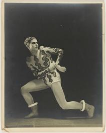 delphine desveaux,1925-1935,une décennie bouleversante,sylvain besson,château des ducs de wurtemberg,montbéliard,joséphine baker,jean cocteau,lucien vogel,germaine krull,lipnitzki,coco chanel,madeleine vionnet,elsa schiaparelli,louis jouvet,serge lifar,antonin artaud,paul poiret,jean moral